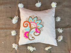 Bed Pillows, Cushions, Embroidery Stitches, Embroidery Ideas, Embroidery For Beginners, Punch Needle, Embroidered Flowers, Needlepoint, Diy And Crafts