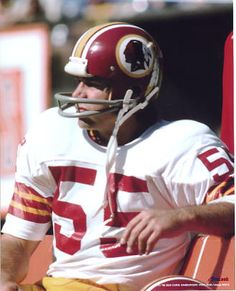 Chris Hanburger - Washington Redskins , my dad used to cut his hair. Meet him many times in the barber shop growing up Redskins Fans, Redskins Football, Football Team, Football Helmets, Indianapolis Colts, Pittsburgh Steelers, Cincinnati Reds, Dallas Cowboys, Redskins Pictures