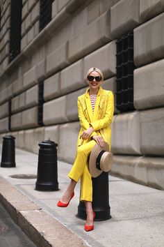 Atlantic-Pacific // Yellow suit blazer and pants, red heels Yellow Suit, Mellow Yellow, Bright Yellow, Yellow Fashion, Colorful Fashion, Mode Outfits, Fashion Outfits, Vogue, Fashion Sites