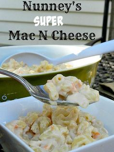 Try Nunney's Super Mac N Cheese for #SundaySupper. Full of veggies and cheesy goodness that will even please the kiddos!
