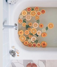 It's called citrus dip, and it's totally a thing! 🍋🛀 If you're looking to add more moments of self-care to your life, dedicate bath time to indulge a little. Try this lemon bath ritual with uplifting citrus to unwind. Organizar Instagram, Bath Photography, Milk Bath, Bath Water, Mellow Yellow, Bath Time, Belle Photo, Pretty Pictures, Planners