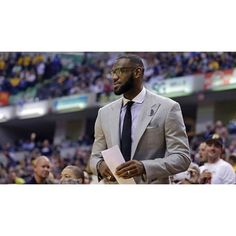 LeBron will NOT play tonight. Since the start of the 2014 season Cleveland is 4-18 without him in the lineup. This season King James is averaging 25.7 points 7.8 rebounds and 8.9 assists. #dhtk #repre23nt #donthatetheking http://ift.tt/2lHNHcf