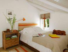 Tocchi di arancio in camera in camera da letto #mansarda #bedroom - Biarritz Residence by Melian Randolph   HomeAdore