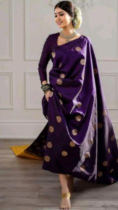 Dress Indian Style, Indian Fashion Dresses, Indian Designer Outfits, Saree Fashion, Indian Designer Sarees, Trendy Sarees, Stylish Sarees, Simple Sarees, Indian Wedding Outfits