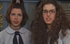 Heather Matarazzo and Anne Hathaway in The Princess Diaries (2001)