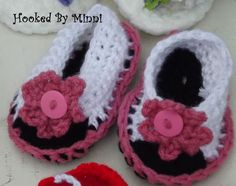 Hand crocheted baby sandals. Can be done in all colors, all sizes... Pair shown are size 3-6 months