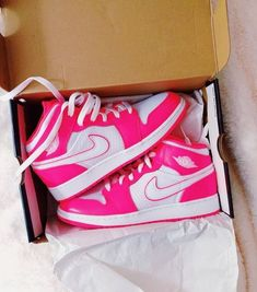 Cute Nike Shoes, Cute Sneakers, Nike Air Shoes, Shoes Sneakers, Jordan Shoes Girls, Girls Shoes, Zapatillas Nike Jordan, Aesthetic Shoes, Fresh Shoes