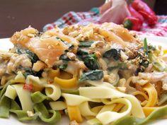 Łosoś, szpinak, gorgonzola i orzechy włoskie… Zdecydowanie jedno z moich ulubionych połączeń. Nie pierwsze tego typu i na pewno nie ostatnie :)Dzisiaj w połączeniu z makaronem i kremowym sosem. Dl…