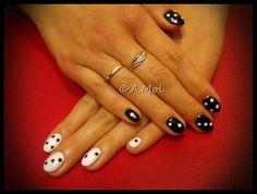 Manicure hybrydowy black and white - kostki do gry