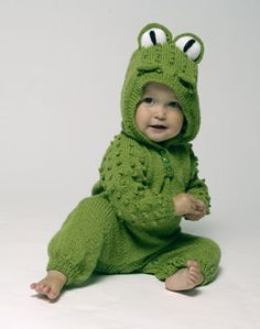 Thanks for this pattern from futuregirl craft blog, you'll be able to knit your own frog-inspired baby hoodie.