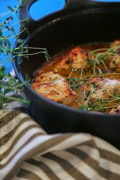 Hunajaisen sinappibroilerin valmistus ei vie kauan, mutta sopii vaikka juhlapöytään. Lisukkeeksi sopisi riisi, uuniperuna, perunamuusi ja aika moni muukin. Honey Mustard Chicken, Paella, Curry, Food And Drink, Yummy Food, Ethnic Recipes, Koti, Foods, Drinks