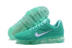 Free Shipping Nike Air Vapormax Flyknit Kpu Green White 849558 112 Women's Running Shoes New York Fashion, Milan Fashion Weeks, Runway Fashion, Fashion Models, Fashion Tips, Nike Air Vapormax, Nike Tn, Running Shoes Nike, Nike Shoes