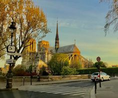 Another day starting with a meeting rue de Grenelle, another great journey through the unique light of Paris in the early morning. #loveparis (à Île Saint-Louis)