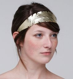 Love this DIY for a metallic feather headband. The simple, detailed gold band would look just as good with a simple sweater or a holiday dress.