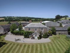 Smeaton Farm Luxury B&B St Mellion Featuring free WiFi and a restaurant, Smeaton Farm Luxury B&B offers accommodation in St Mellion, 13 km from Plymouth. Free private parking is available on site.  You will find a shared lounge at the property.