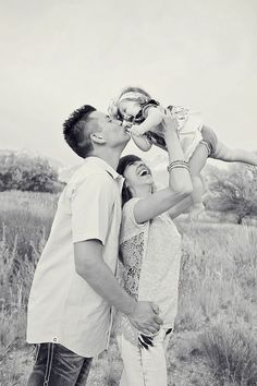 Cute family of three! Family Picture Poses, Fall Family Photos, Family Photo Sessions, Family Posing, Family Portraits, Family Pics, Picture Ideas, Photo Ideas, Cute Family