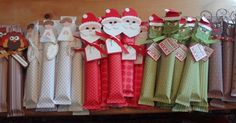 Last week I shared with you 21 homemade Christmas presents to make for teachers and I gather you've already made them, like me (*cough, cough*). Here are 28 homemade Christmas presents for ch… Homemade Christmas Presents, Christmas Presents For Friends, Christmas Goodies, Holiday Fun, Christmas Holidays, Xmas Presents, Presents For Children, Christmas Stocking, Holiday Candy