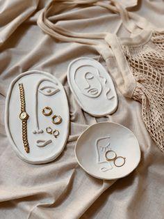 How To: Make These Clay Plates - Verlobungs Dekorationen Ceramic Pottery, Ceramic Art, Slab Pottery, Ceramic Bowls, Ceramic Decor, Clay Plates, Keramik Design, Ideias Diy, Polymer Clay Crafts