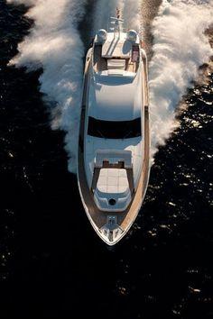 Pershing Yacht 92'