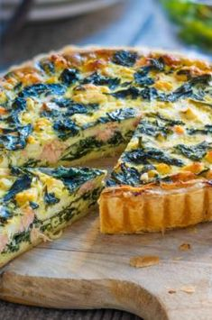 Quiche mit Lachs, Spinat und Feta – Popular pins for you 2020 Spinach Quiche, Spinach And Feta, Desserts For A Crowd, Food For A Crowd, Vegan Breakfast Recipes, Vegan Snacks, Quiches, Easy Soup Recipes, Healthy Recipes