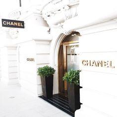 Imagem de chanel, luxury, and white