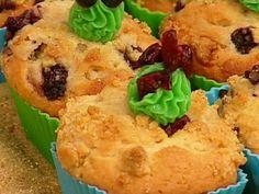 Aprende a preparar esta receta de Muffins de chispas de chocolate, arándanos y mora azul, por Paulina Abascal en elgourmet