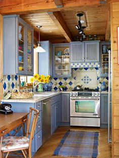 with Color: Soothing Rooms with Blue My dream kitchen would show off my artistic side with a little bit of rustic style too.My dream kitchen would show off my artistic side with a little bit of rustic style too. New Kitchen, Vintage Kitchen, Kitchen Decor, Kitchen Country, Cozy Kitchen, Blue Kitchen Ideas, Popular Kitchen Colors, Smart Kitchen, Decorating Kitchen