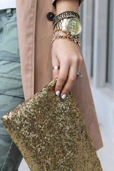How great is that clutch for a spring outfit! So cute!!!