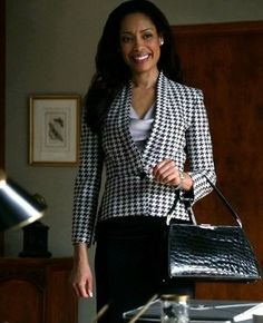 "Jessica's Stella McCartney Black Houndstooth Jacket Suits Season Episode ""All In"" Business Outfits, Business Attire, Office Outfits, Office Fashion, Work Fashion, Costumes Jupe, Suits Season, Season 2, Suit Fashion"