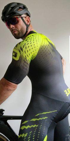 Pure Lycra and Spandex guys: Photo Cycling Lycra, Cycling Wear, Bike Wear, Cycling Outfit, Gym Wear, Cycling Clothing, Men's Cycling, Sexy Hot Girls, Sexy Men