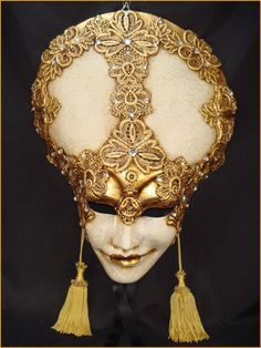 ultimate favorite mask, love the grin, love the feel of pomp and ceremony. unfortunately, these tend to be very large, and my head is very small, so likelihood of wearing this is dropping quickly *sad face*