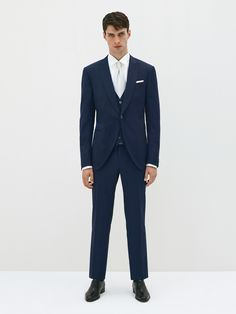 3-piece wool and silk suit. Pale grey single-breasted 1-button