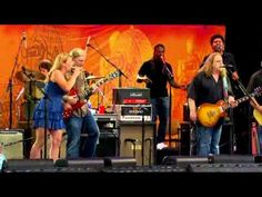 "Warren Haynes, Derek & Susan, and a great cast of players and backup singers performing Herbie Hancock's ""Space Captain"". Smokin'"