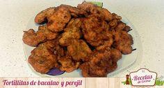 Tortillitas de bacalao y perejil -  Estas ricas tortillitas de bacalao y perejil suelen comerse mínimo una vez al mes para cenar en mi casa. Las razones son bien sencillas: es una manera fácil y cómoda de comer pescado, están buenísimas y se comen en dos bocados y para combinar acompañándolas de una sopa caliente de ajo ahora en i... - http://www.lasrecetascocina.com/tortillitas-de-bacalao-y-perejil/