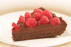 TARTĂ CU CIOCOLATĂ ȘI ZMEURĂ – Elena Lasconi Raw Vegan, Cheesecakes, Sugar Free, Deserts, Biscuit, Healthy Recipes, Healthy Food, Gluten, Vegetarian