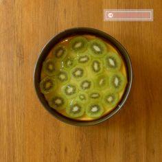 Budincă cu brânză de vaci și kiwi – un desert delicios și sănătos pentru toată familia! - savuros.info Kiwi, Cheeseburger Chowder, Soup, Soup Appetizers, Soups, Chowder