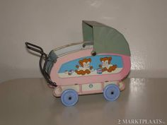 poppenwagen blik - Speelgoed Antique Toys, Vintage Toys, Stuffed Dolls, Dolls Prams, Baby Prams, Tin Toys, Miniature Dolls, Doll Houses, Dollhouse Miniatures
