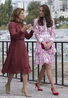 Sophie Gregoire Trudeau and Catherine, Duchess of Cambridge visit the Kitsilano Coastguard Station in Vanier Park on September 2016 in Vancouver, Canada. William Kate, Prince William And Kate, Princess Kate, Princess Charlotte, Princesa Kate Middleton, Kate Middleton Style, Princesa Diana, Glamour, Royal Fashion