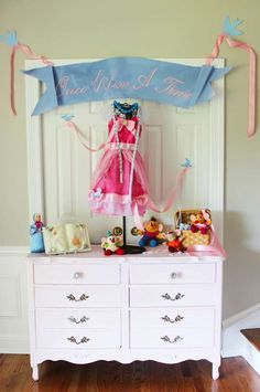 Planning a party? The magic is alive in this Princess Pink Cinderella Birthday Party at Kara's Party Ideas. Cinderella Nursery, Disney Princess Nursery, Disney Princess Birthday, Cinderella Birthday, Cinderella Party Decorations, Cowgirl Party, 6th Birthday Parties, Cinderella Pumpkin, Garage Room