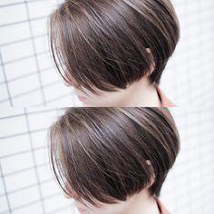 いいね!202件、コメント2件 ― インナーカラー イメチェン ボブ オオモトさん(@bobby_omoto_style)のInstagramアカウント: 「前髪長めのサイドグラ✂️ 重さと軽さをMIXさせてかっこよく ・ 細かくハイライトローライトをいれてナチュラルベージュに✨ なじみが良いのでお仕事されてるかたでもしやすいカラーです ・ ・ ・…」