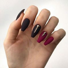 On the intagram, all manicurists posted a new coffin nail. Thousands of clicks will be awarded in a short period of time. Why Coffin nails is the darling of the nail art, let's analyze it today. design Short Arcylic Coffin Nails Design For Fall 2019 Coffin Nails Matte, Gel Nails, Nail Polish, Stylish Nails, Trendy Nails, Gothic Nails, Maroon Nails, Almond Shape Nails, Studded Nails