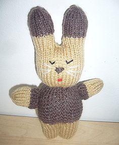 Un modèle de tricot gratuit : le doudou lapin en laine  Ce petit lapin, doudou en laine tricoté en point jersey, en point mousse ou point de riz, se tricote rapidement. Uni ou bicolore, rembourré et moelleux, ce doudou lapin est facile à apprivoiser.