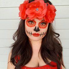 Orange sugar skull makeup with flower crown Halloween Makeup Sugar Skull, Sugar Skull Costume, Sugar Skull Makeup Tutorial, Beautiful Halloween Makeup, Halloween Makeup Looks, Meme Costume, Day Of Dead Makeup, Catrina Costume, Hot Halloween Costumes