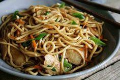 """""""Hi, ich bin Rina und ich bin süchtig nachasiatischem Essen."""" - """"Hallo, Rina!""""So oder so ähnlich könnte ich mir mein Treffen der anonymen Essbegeisterten vorstellen. Ich liebe asiatische Gerichte!Zu meinen Lieblingsgerichten gehören unter anderem Sommerrollen, chinesische Nudelsuppe, Gemüse aus dem…"""