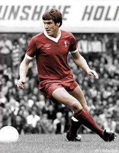 Emlyn Hughes (Liverpool FC, 1967–1979, 474 apps, 35 goals)