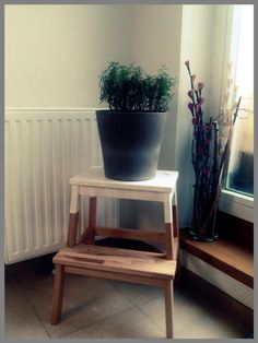 Colour dipped stool - ikea hack Ikea Hack, Planter Pots, Stool, Diy Projects, Colour, Kitchen, Table, Furniture, Home Decor