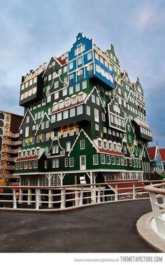 Architectuur, een hotel in Zaandam met een hele bijzondere architectuur