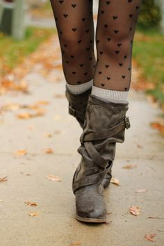 Heart Print Tights and Slouchy Boots, perfekt for fall