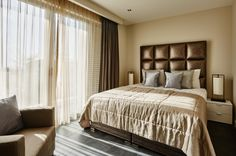 Mrs.Me home couture bed-end spread Silverpad  – Mastersuite Villa Royale Curacao project by Eric Kuster
