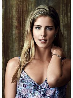 Free Presentation: Discover His Secret Obsession Oliver And Felicity, Felicity Smoak, Emily Bett Rickards, Arrow Actor, Black Dress Red Carpet, Mary Elizabeth Winstead, Glamour, Foto Pose, Attractive People